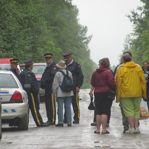 cops-blockade