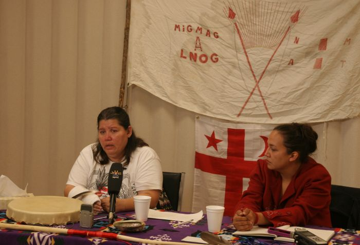 Lorraine Clair and Suzanne Patles hold press conference in Elsipogtog. Photo by M. Howe.